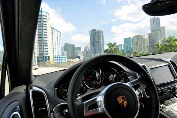 A pesar de todo su poder, la Porsche Cayenne Turbo 2011 se puede conduci...