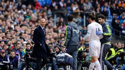Zidane observa al lesionado Gareth Bale