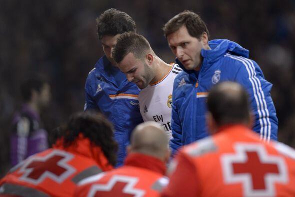 El atacante no pudo terminar el partido y el Real Madrid ganó por 2-0. E...