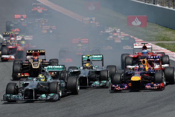 Nico Rosberg había logrado aguantar en la 'pole' y su compa&ntild...