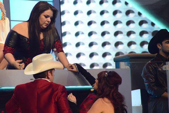 Dulce María y El Dasa se aseguraron que estuviera bien.