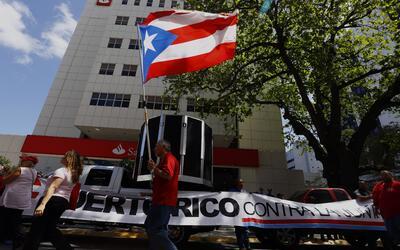 Varios sindicatos y ciudadanos paralizaron el centro bancario de San Jua...