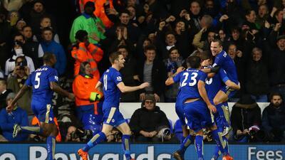 Leicester ganó con gol de Huth al minuto 83.