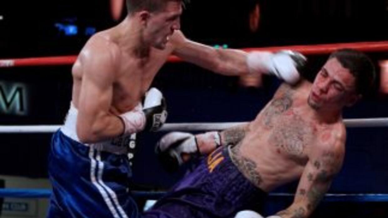 La izquierda de Angelo Sanatana acaba demoliendo a Johnny García.
