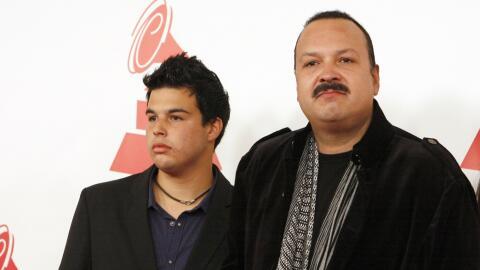 José Emiliano Aguilar (i) y su padre Pepe Aguilar, en una imagen...