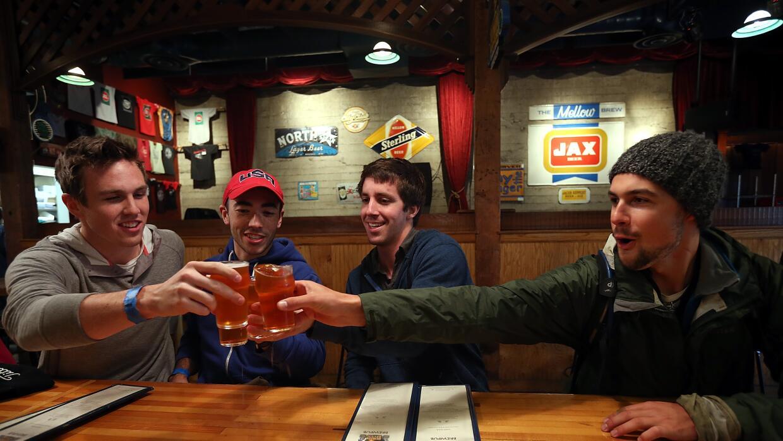 La cervecería Russian River, en Santa Rosa, California, es una de...