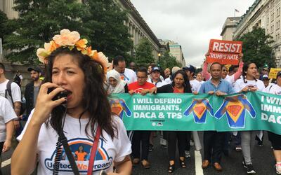 Dreamers marchan en Washington DC para pedirle al gobierno de Trump que...