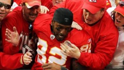 Los Chiefs se quedan con Bowe.