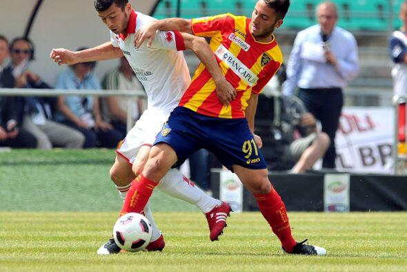 El Lecce le pegó a Bari en un partido que se definió hasta el segundo ti...
