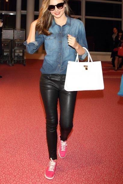 Nos encanta cuando las celebridades como Miranda Kerr nos muestran 'outf...