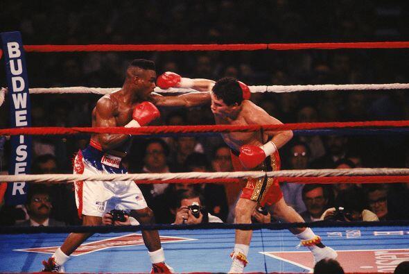 La pelea más difícil de Julio César fue el 17 de marzo de 1990 contra Me...