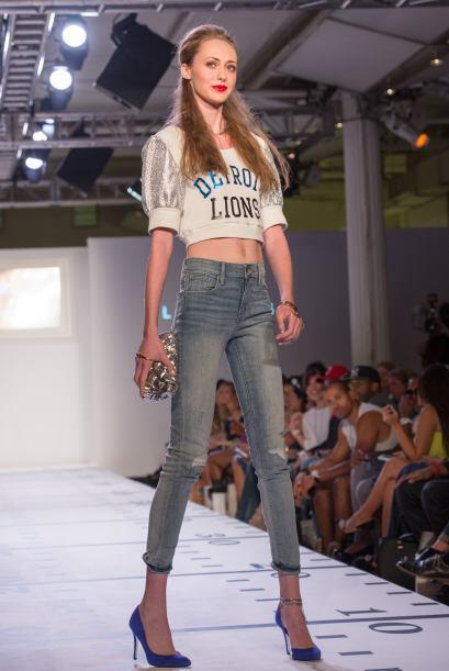 ¡Otro forma de lucir súper guapa es usar tus 'jeans' con un 'top' o blus...