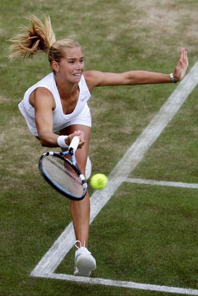 Su debut fue en el torneo de la ITF en Largo, Florida, en 1999.