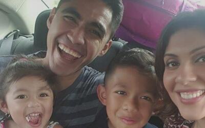 Familia de Houston se reúne con joven padre deportado a El Salvador