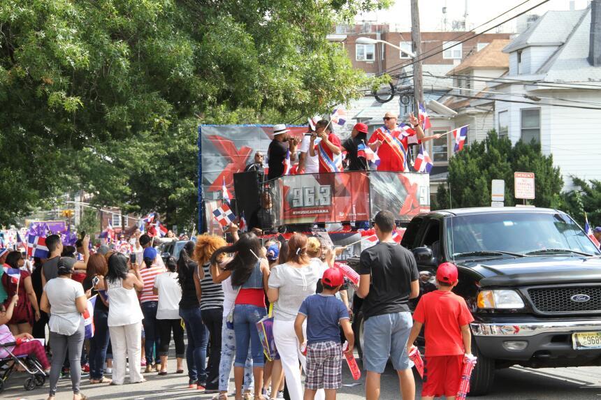Celebra La X en el Desfile Dominicano en NJ IMG_1880.JPG