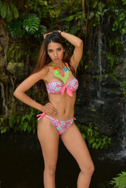 María del Carmen Grullón es una guapa estudiante que con s...
