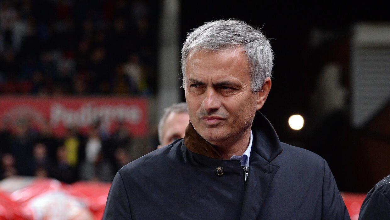 El DT del Chelsea dice no estar preocupado por la eliminación en la Copa...