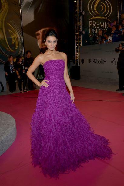 El color de este vestido por Aislinn Derbez fue una de las cosas que más...