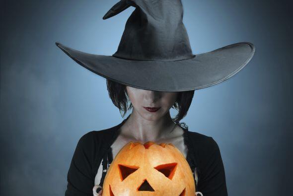 El disfraz de bruja en Halloween suele ser común, pero si quieres impact...