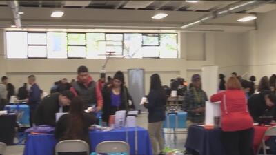 Más de 400 estudiantes participaron en la feria de carreras y empleos tras terminar la secundaria