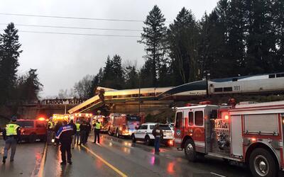 Un tren que va de Seattle a Portland se descarriló este lunes y l...