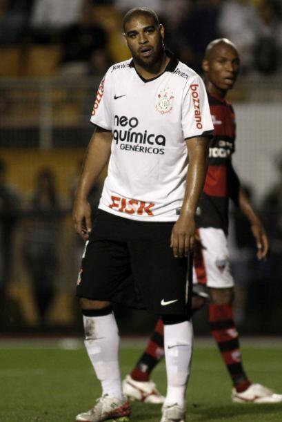 ¡Qué carita tiene Adriano!, es que el hombre volvió a jugar tras siete m...