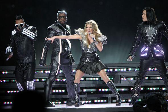 """La belleza y voz de Fergie impactó al cantar los temas """"I Gotta Feeling""""..."""