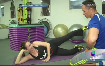 Milly Méndez hace ejercicios para embarazadas