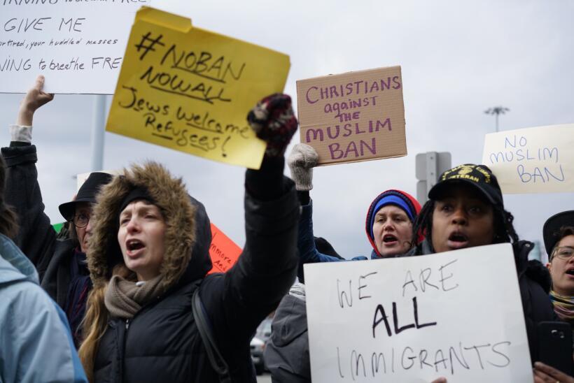 """Los manifestantes en Nueva York gritaban """"¡libérenlos!"""" y most..."""