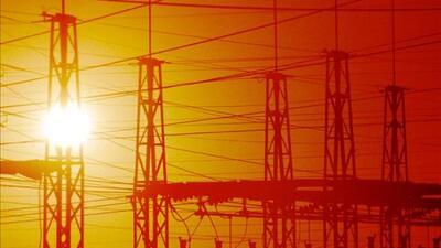 Cuadrillas trabajan para reponer el servicio eléctrico lo más pronto pos...