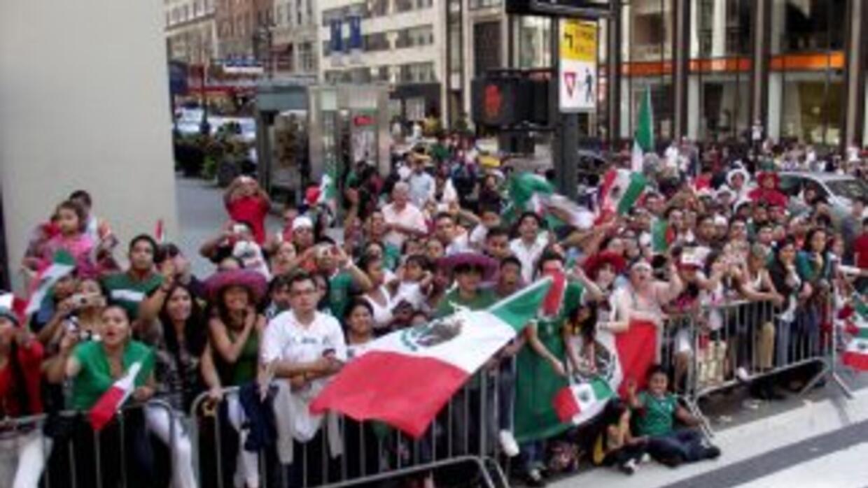 Las banderas mexicanas inundan las calles de Nueva York durante el desfi...