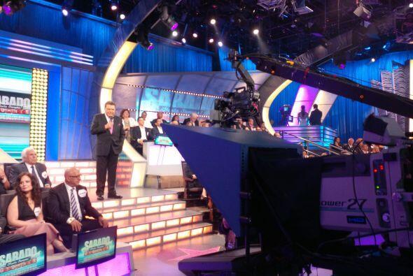 Don Francisco da la bienvenida a los televidentes que por 53 años han si...