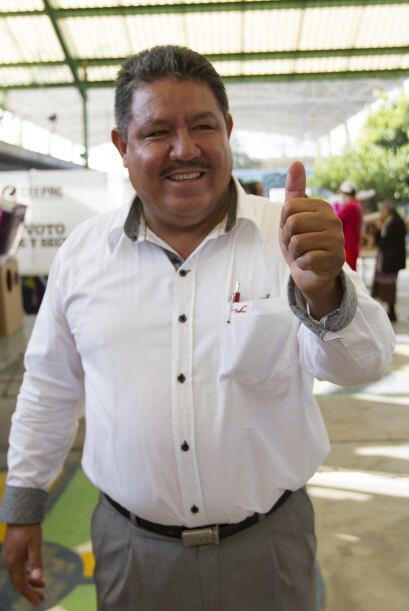 El candidato Aniceto Becerra Dueñas del Partido Humanista, emitió su vot...