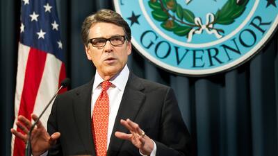 El gobernador de Texas Rick Perry niega acusaciones