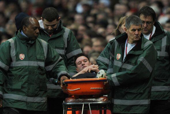 La nota negativa del duelo fue la lesión de Phil Jones, quien no pudo co...