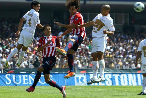 Mientras Javier Cortés lo hizo un minuto después con una soberbia tijera...