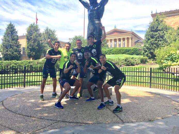 América visitó a Rocky Balboa en Philadelphia Rocky.jpg