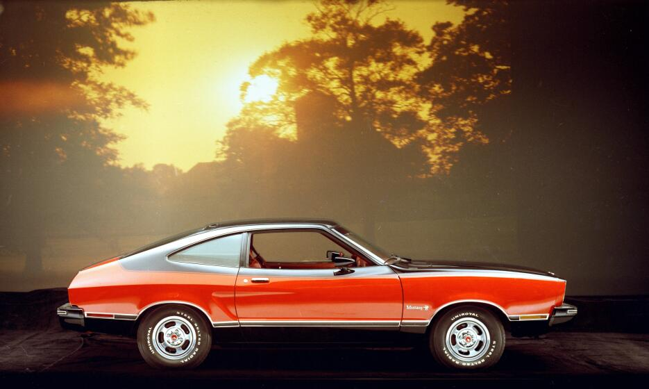 Medio siglo del Ford Mustang Fastback 1976_Ford_Mustang_II_Mach_I_CN1300...