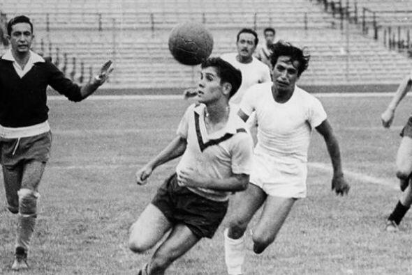 Roberto 'Tapatío' Méndez, legendario entrenador universitario de fútbol...
