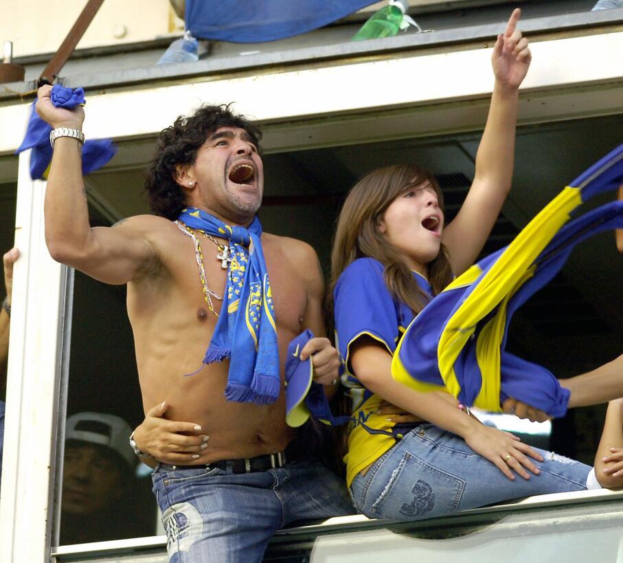 Los 56 años de Diego Maradona, entre la gloria y la controversia Hincha.jpg