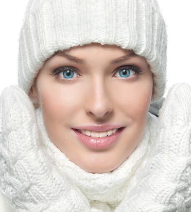 El frío también es uno de los peores enemigos de la piel y...