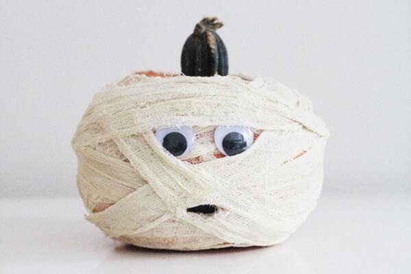La calabaza momia: es muy fácil de hacer  y a los chicos seguro que se l...