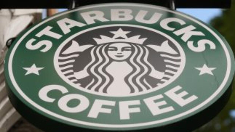 La cadena de cafeterías Starbucks anunció que contratará a al menos 10 m...
