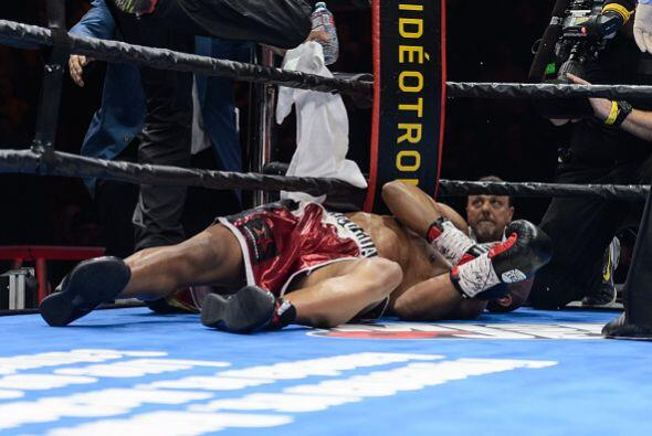 En el cuarto asalto una brutal combinación de Bertebiev terminó con la p...