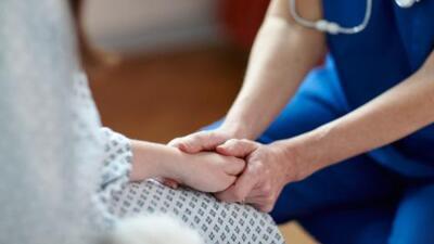 Gobernador de California convierte en ley el derecho a muerte asistida U...