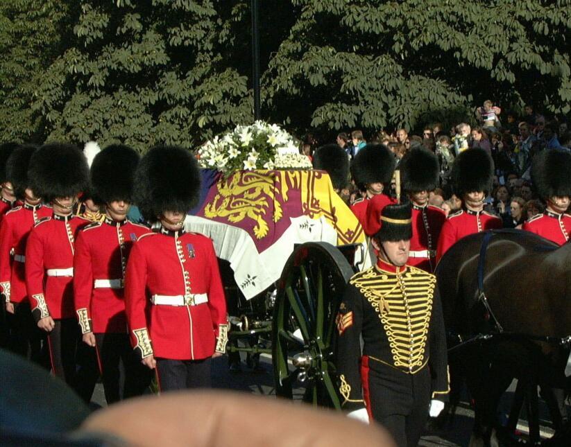 El 6 de septiembre de 1997 se decretó el funeral de estado. Millones asi...