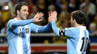 Higuaín señaló que sería un honor jugar en Braceono junto con su compatr...