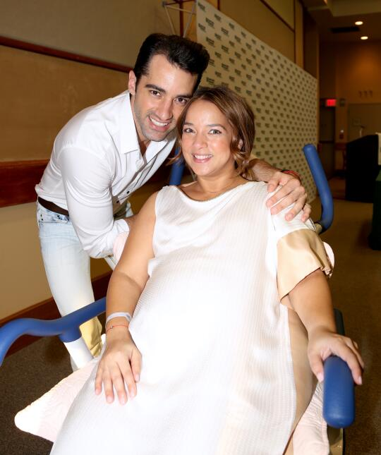 Adamari López y su pareja Tony Costa