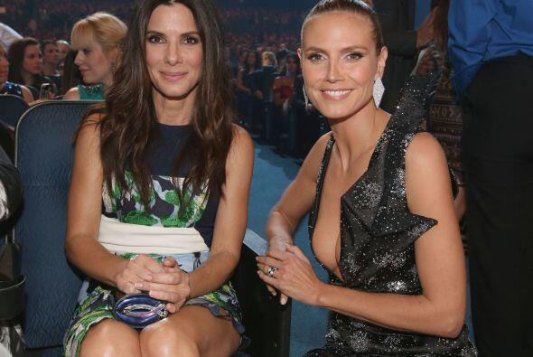 Sandra Bullock y Heidi Klum chismearon por un buen rato.