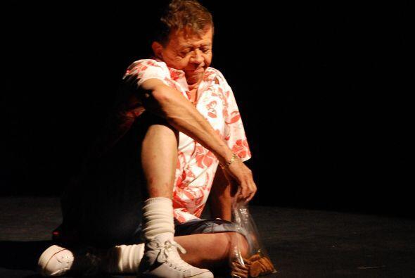 """También le gustaba mucho hacer teatro. Aquí en el estreno de su obra """"Si..."""